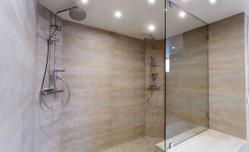 Mamparas de baño en Carpintería de aluminio Bellavista en Barcelona